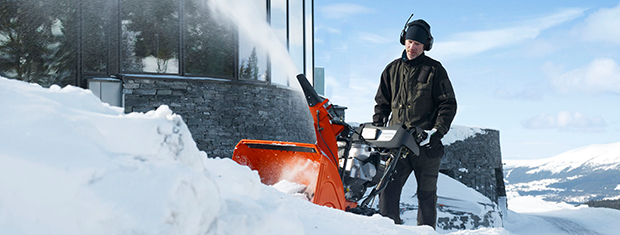 Sneeuwfrezen bij de sneeuwmachine